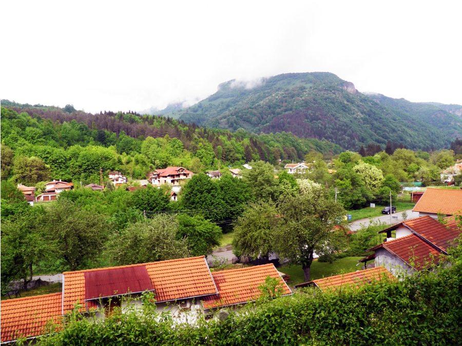Село Рибарица пази легендите и магията на Тетевенския балкан