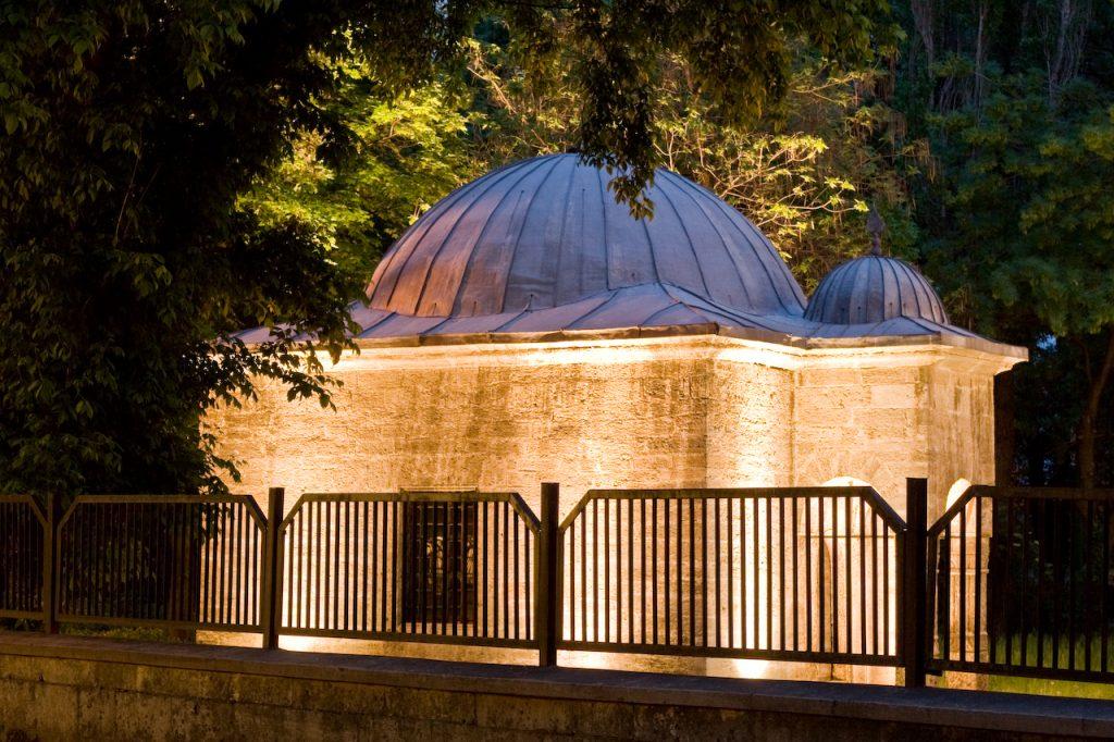 Библиотеката / джамия на Осман Пазвантоглу