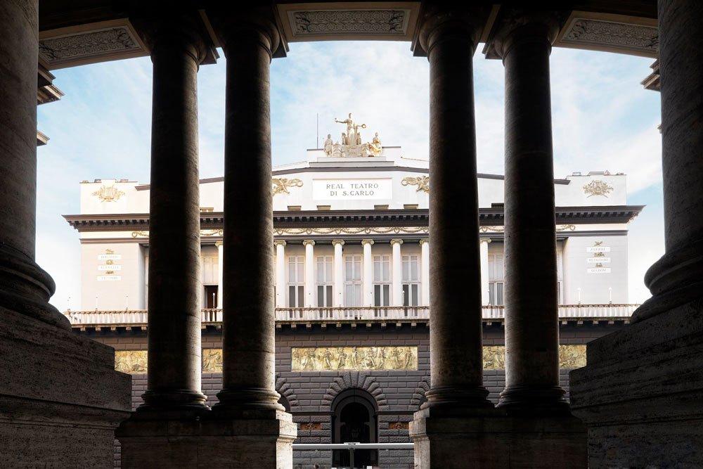 """Театърът """"Сан Карло"""" в Неапол"""