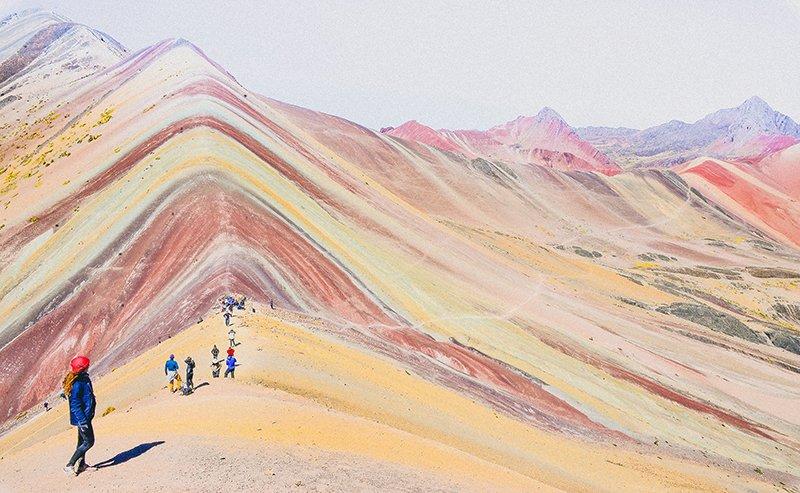 """""""Планината на седемте цвята"""" в Перу"""