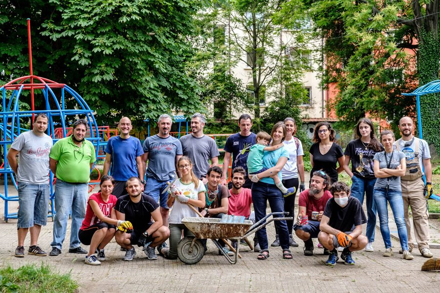 """Проектът """"Чиста столица"""" – две момчета вдъхновяват българи да почистят любимите си градски пространства"""